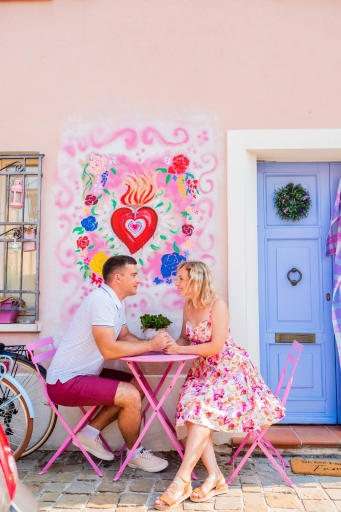 Couple-photoshoot-in-the-colourful-district-of-Rimini